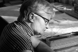 Anke Baumeister an ihrem Arbeitsplatz (Foto: © 2016 Wolfgang Weßling)
