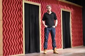 Florian M. Pletz auf der Bühne des Forum Bad Bentheim.
