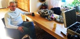 Harp Mitch in seinem Wohnzimmer